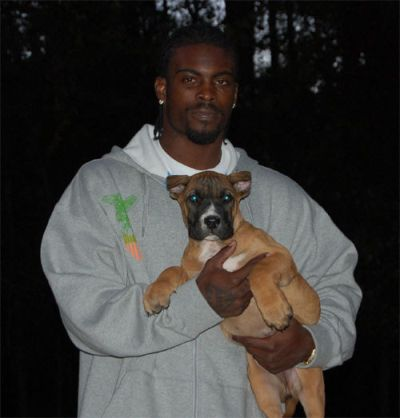 michael_vick_with_dog